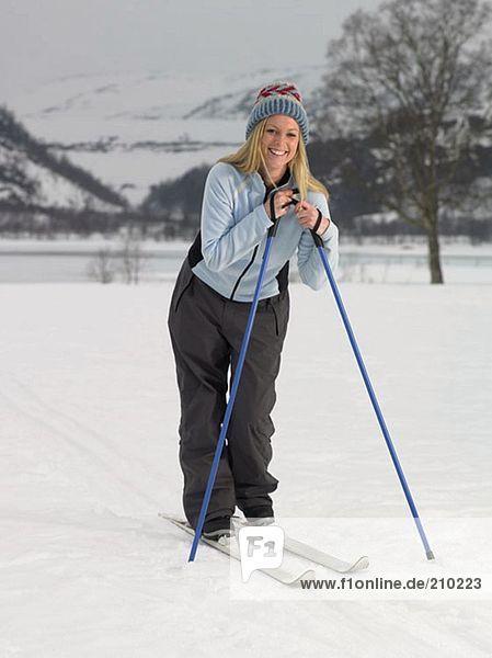 Frau auf Skiern