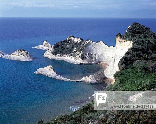 hoch oben Felsen Küste Ansicht Flachwinkelansicht Korfu Winkel Griechenland Ionische Inseln