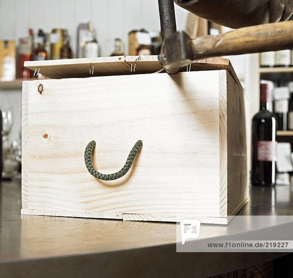 Öffnungskiste mit Wein