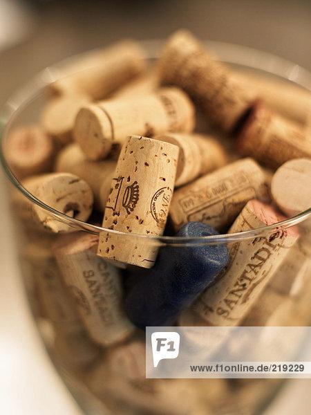 Schale mit Weinflaschenkorken