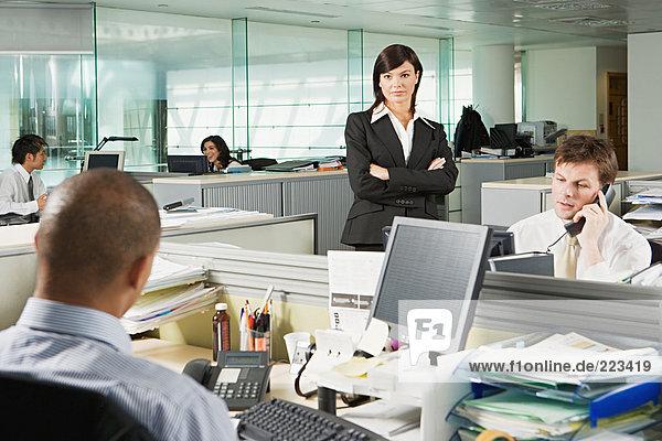 Managerin und ihre Mitarbeiter