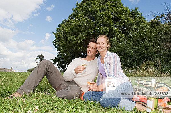 Pärchen beim Picknick
