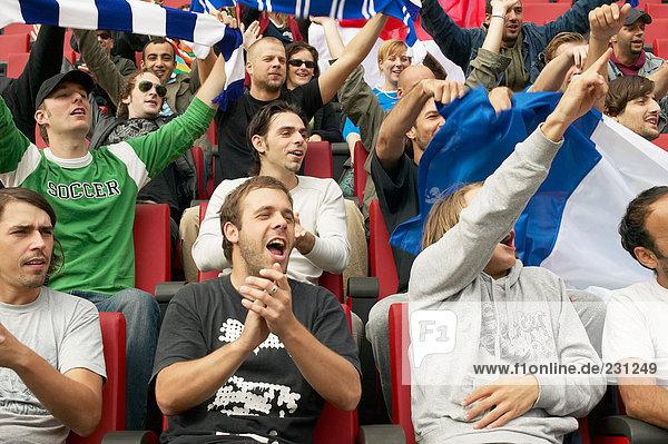 Menschenmenge beim Fußballspiel