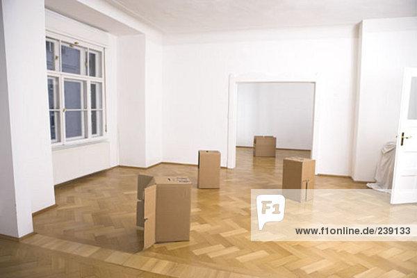 leer Stilleben still stills Stillleben Lifestyle Zimmer Bewegung Eigentumswohnung Pappschachtel Pappkarton Pappe neues Zuhause