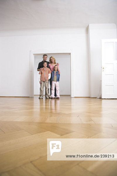 leer Portrait Zimmer Bewegung Eigentumswohnung neues Zuhause