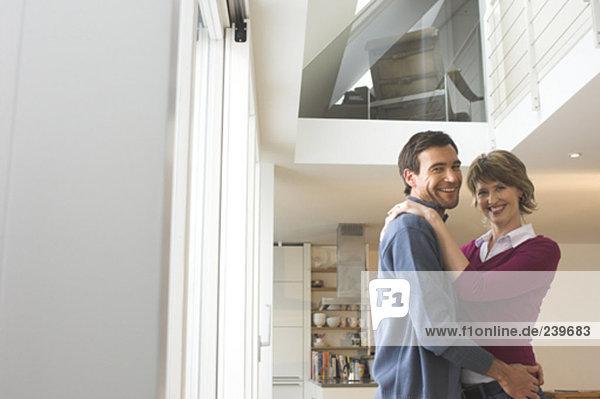 Interior  zu Hause  Portrait  lächeln  reifer Erwachsene  reife Erwachsene