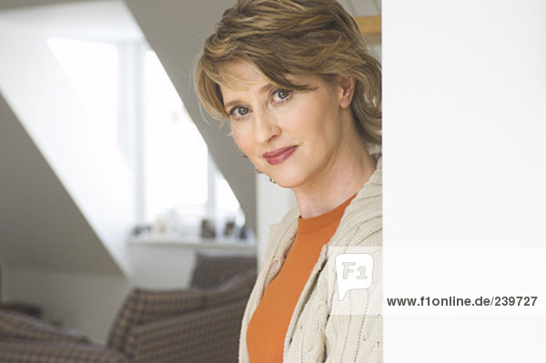 Interior  zu Hause  Portrait  Frau  reifer Erwachsene  reife Erwachsene