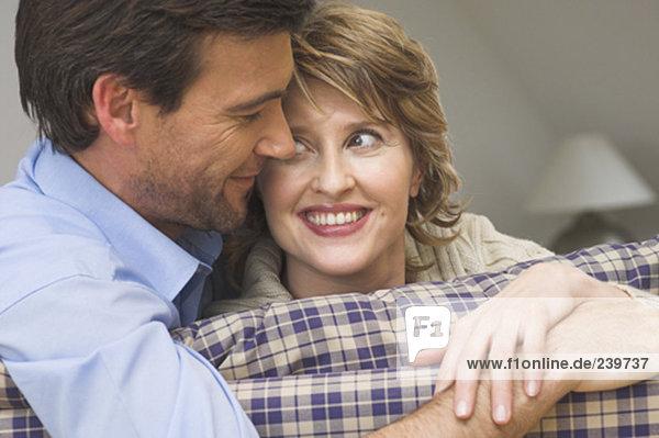 sehen Close-up reifer Erwachsene reife Erwachsene Couch Freundlichkeit