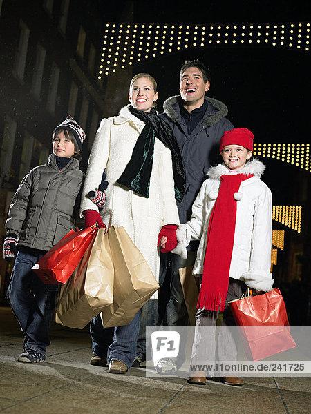 Weihnachtseinkäufe mit der Familie
