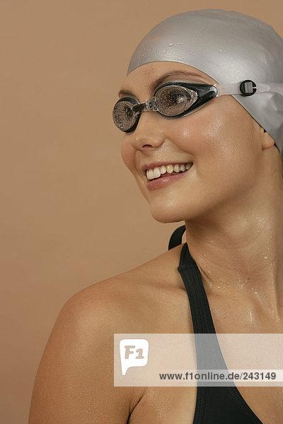 Schwimmerin mit Badekappe und Schwimmbrille  fully_released Schwimmkappe und Schwimmbrille