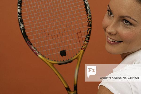 Tennisspielerin mit einem Tennisschläger  fully_released