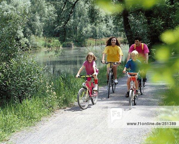 10192342  bicycle  bike  riding a bicycle  biking  riding a bike  bicycle driving  family  mountain bike  sport  bank way  rid