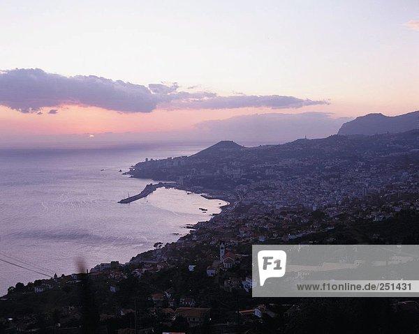 10214430  Abend  Funchal  Madeira  Portugal  Sonnenuntergang  Überblick  Wolken  Wetter