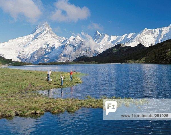 Berg Mann See Meer Hobby Alpen angeln Berner Oberland Kanton Bern Bergsee