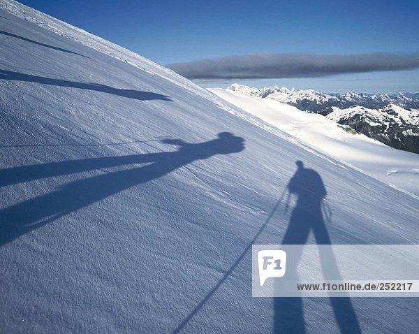 10095195  Berge  Bergsteigen  Sport und Fitness  Bergsteiger  Farben  Symbole  schneebedeckten  Schnee  Schnee  Neigung
