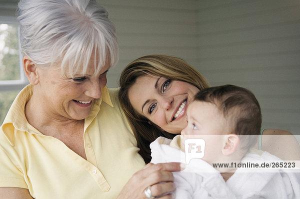 Großmutter  Mutter und Baby Großmutter, Mutter und Baby
