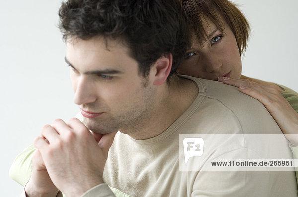 Paar zu Hause  traurig