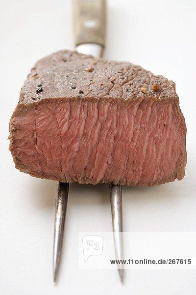 Rindersteak  angeschnitten  auf Fleischgabel