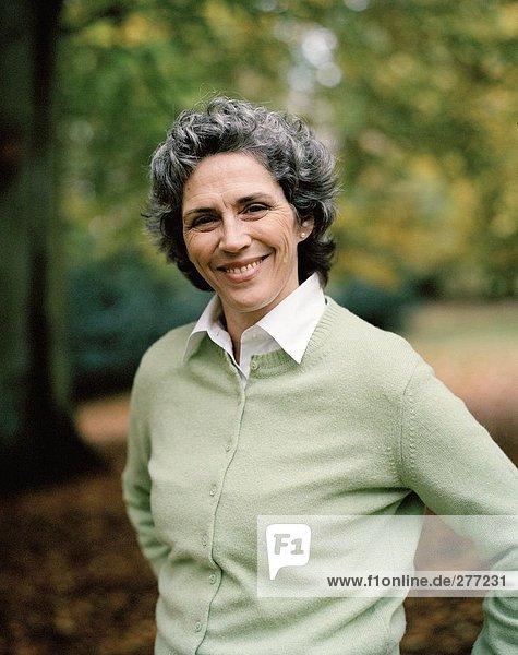 Portrait einer lachenden Frau.