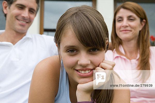 Teenager Mädchen und Eltern