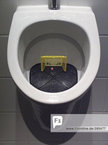 Erhöhte Ansicht der Toilette