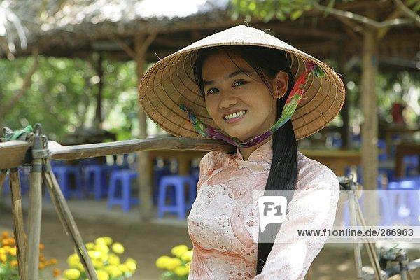 Eine vietnamesische Frau in Volkstracht, Cu Lao Thai Sohn