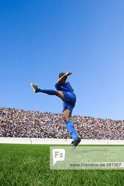 Fußball-Spieler kicking