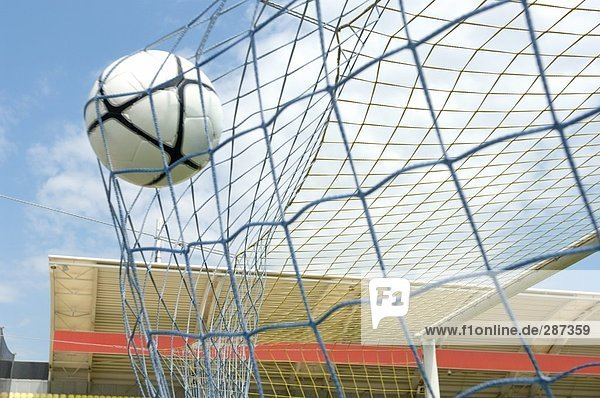 Fußball Ball Rückseite des Net  der