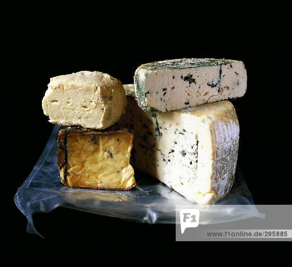 Dessert Käse auf schwarzem Hintergrund.