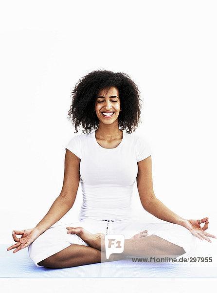 Frau üben Yoga.