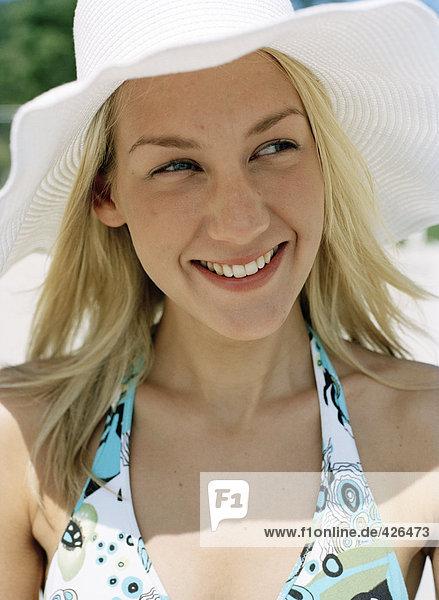 Portrait einer Frau trägt einen Sun Hut.
