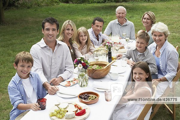 FAMILIE MAHLZEIT