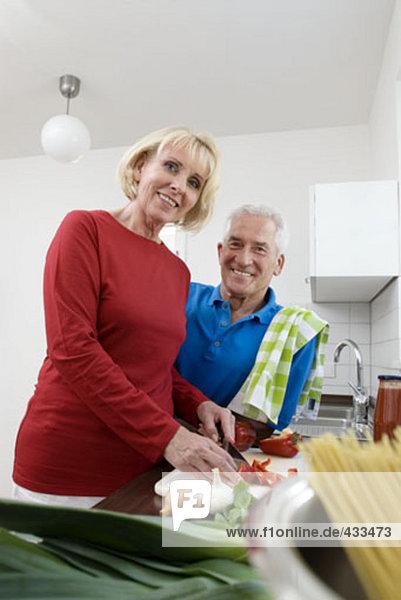 Porträt von Frau und Mann in Küche
