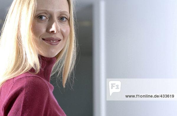Porträt von zuversichtlich junge geschäftsfrau