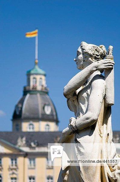 Statue vor der Burg Statue vor der Burg