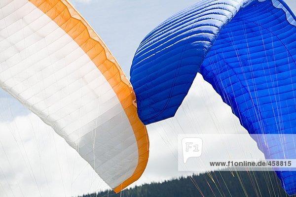 Zwei Fallschirme