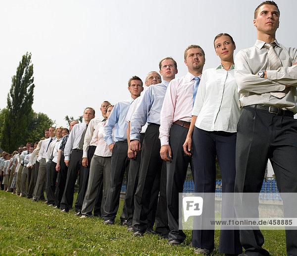 Geschäftsleute in einer Warteschlange