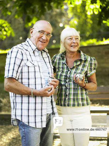 Senior Senioren Staatsbürger Boccia spielen