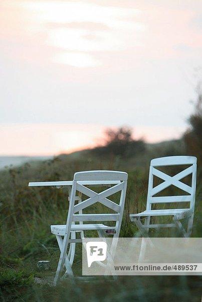 Lawn Chair mit Tabelle im Garten