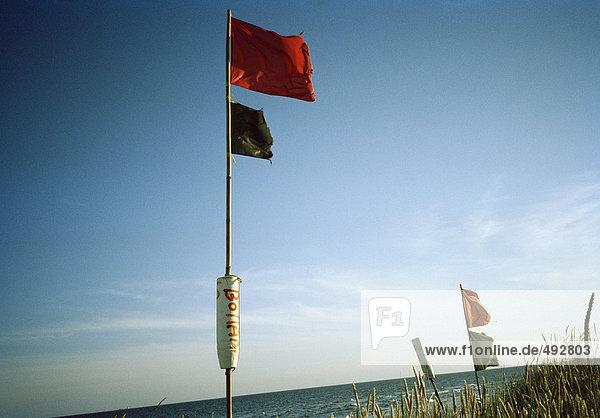 Flags am Strand.