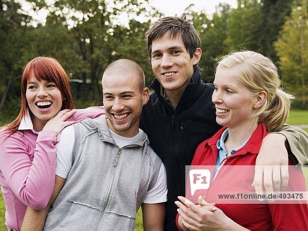 Porträt von jung lachend Personen.