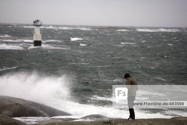 Ein Mann von einem stürmischen Meer. Ein Mann von einem stürmischen Meer.