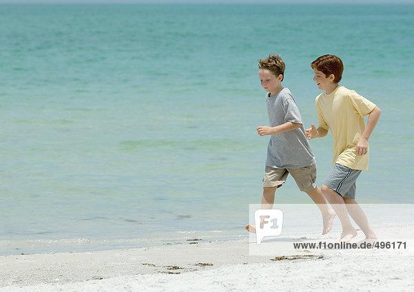Jungs am strand nackt