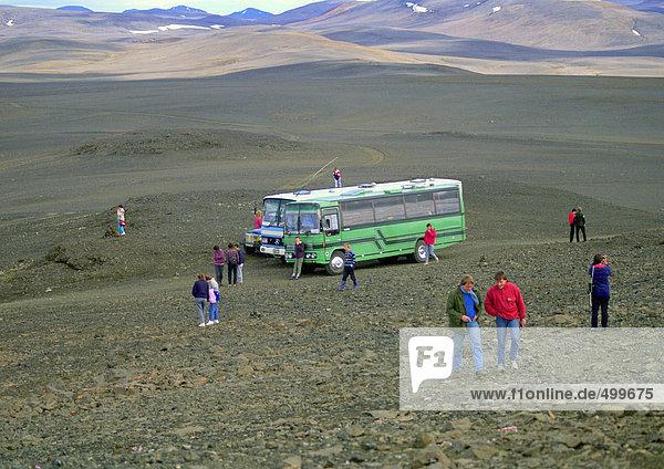 Touristen auf dem Lavafeld  Island