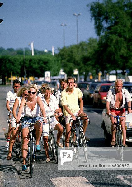 Schweden  Gruppe auf Fahrrädern