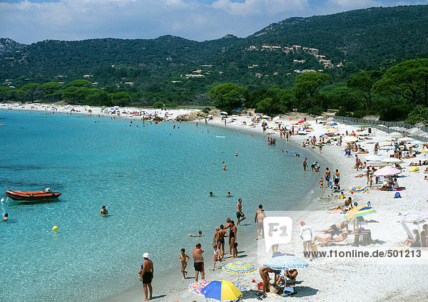 Frankreich  Korsika  überfüllter Strand  hoher Blickwinkel