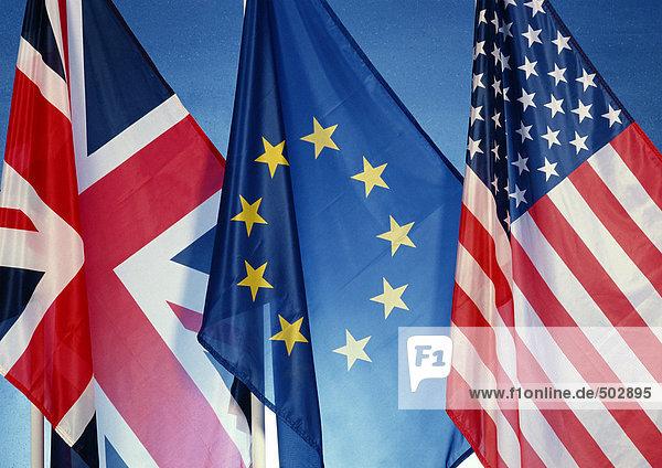 Britische  europäische und amerikanische Flaggen