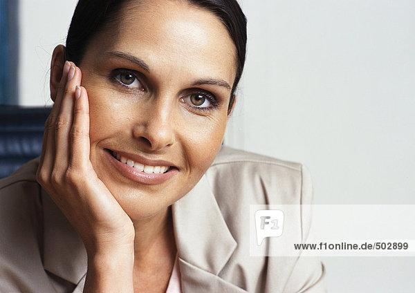 Frau lächelt  Nahaufnahme