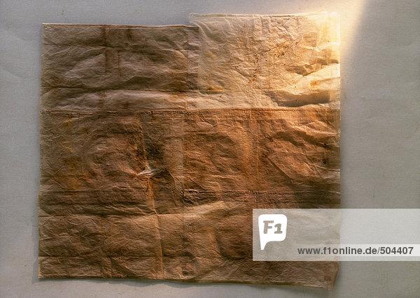 Kunstwerk aus gebeizten Papierservietten  Nahaufnahme