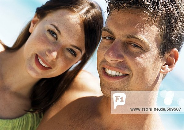 Nahaufnahme des Paares am Strand
